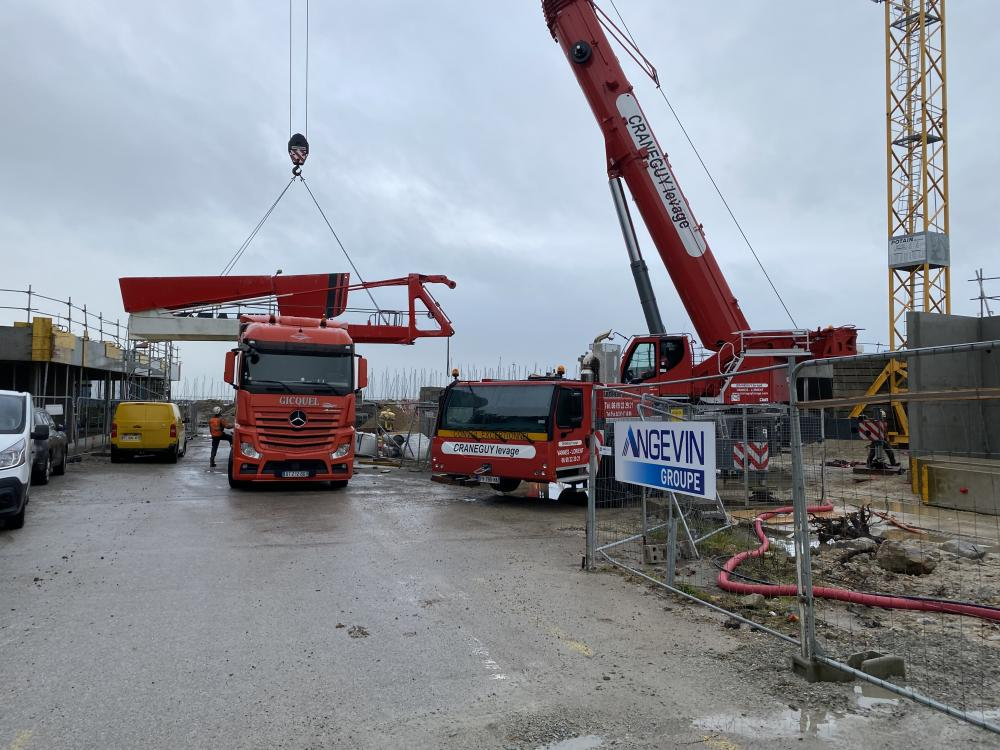 Port Haliguen Quiberon démontage de la grue du chantier février 2021 Photo CPM