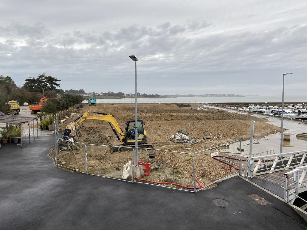 FEVRIER 2021 Préparation & égalisation du terre-plein de Castéro - Photo CPM